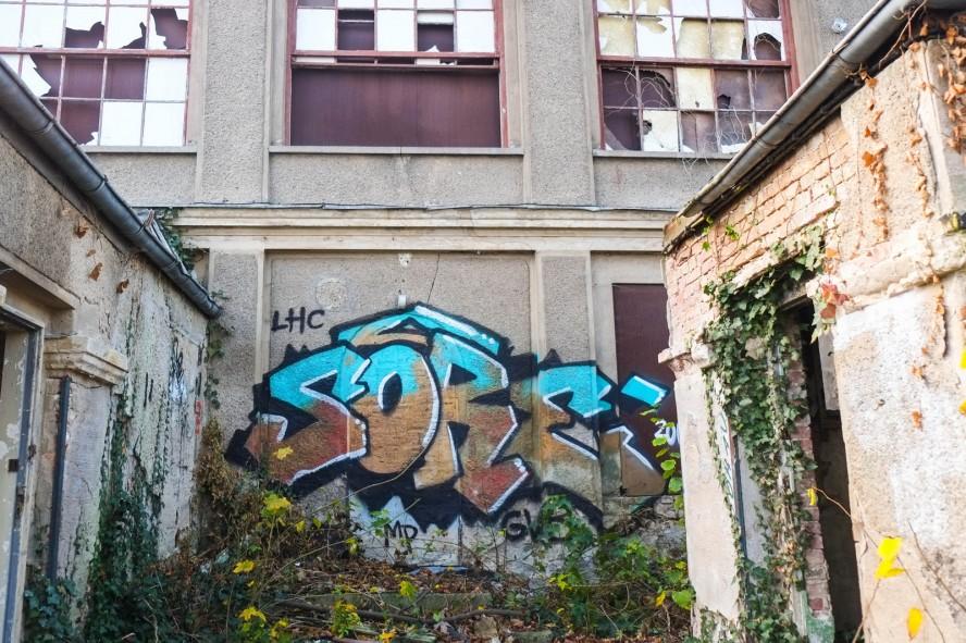 ballhaus grünau - graffiti - sore