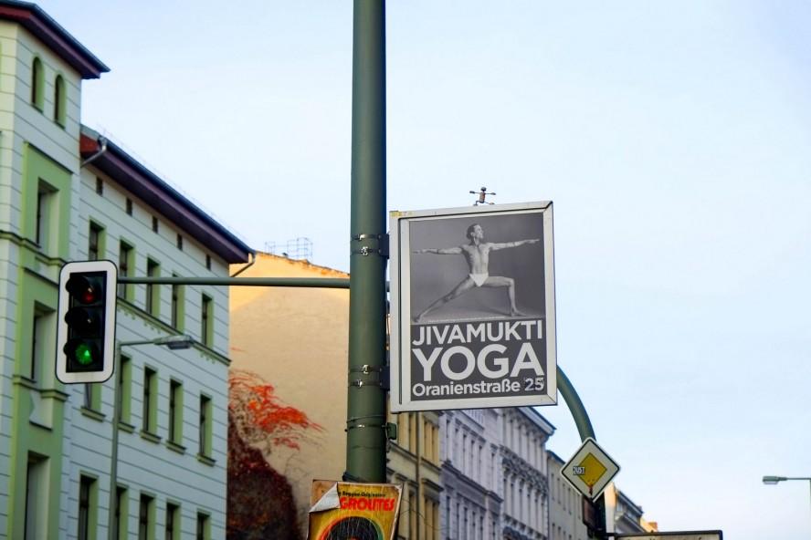 street-yogi, oranienstrasse