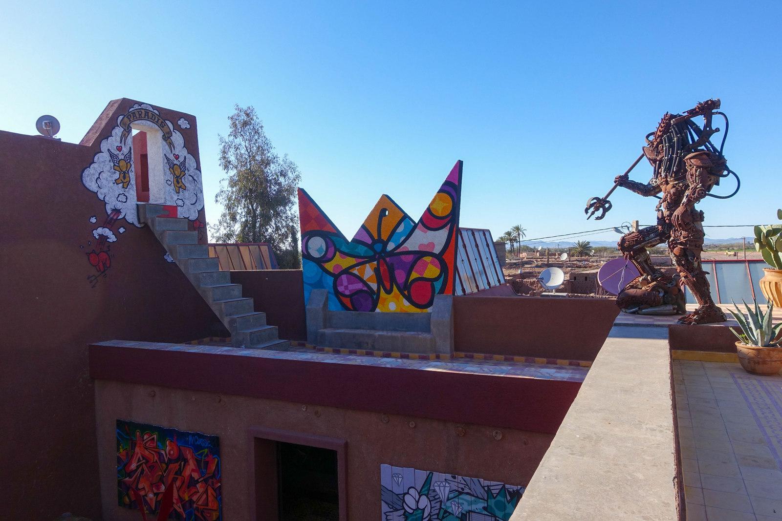 Jardin Rouge Garden With Murals And Graffitis Urbanpresents