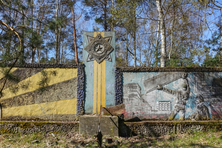 wandrelief - geisterstadt vogelsang - verlassene russische kaserne