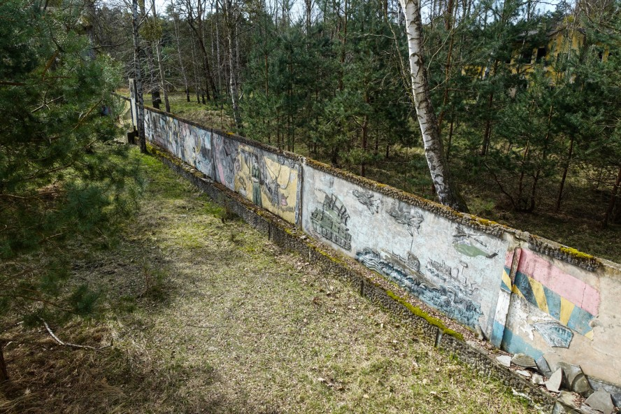 wandrelief - geisterstadt vogelsang - verlassene russische kaser