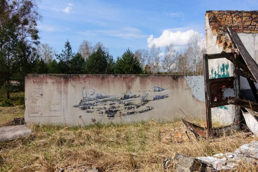 wandmalerei - geisterstadt vogelsang - verlassene russische kaserne