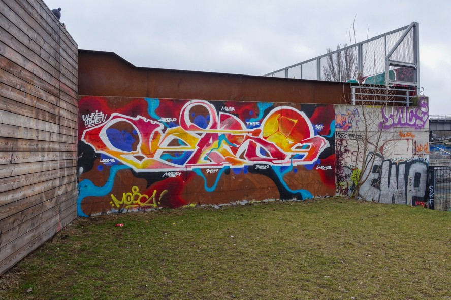 graffiti - ulfs crew - gleisdreieck / yorkstrasse . berlin