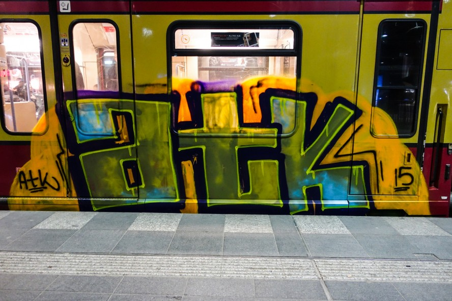 atk -train graffiti bombing - ostkreuz berlin