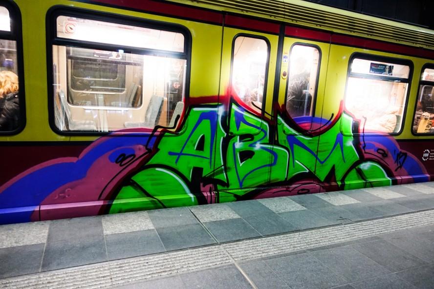abm -train graffiti bombing - ostkreuz berlin