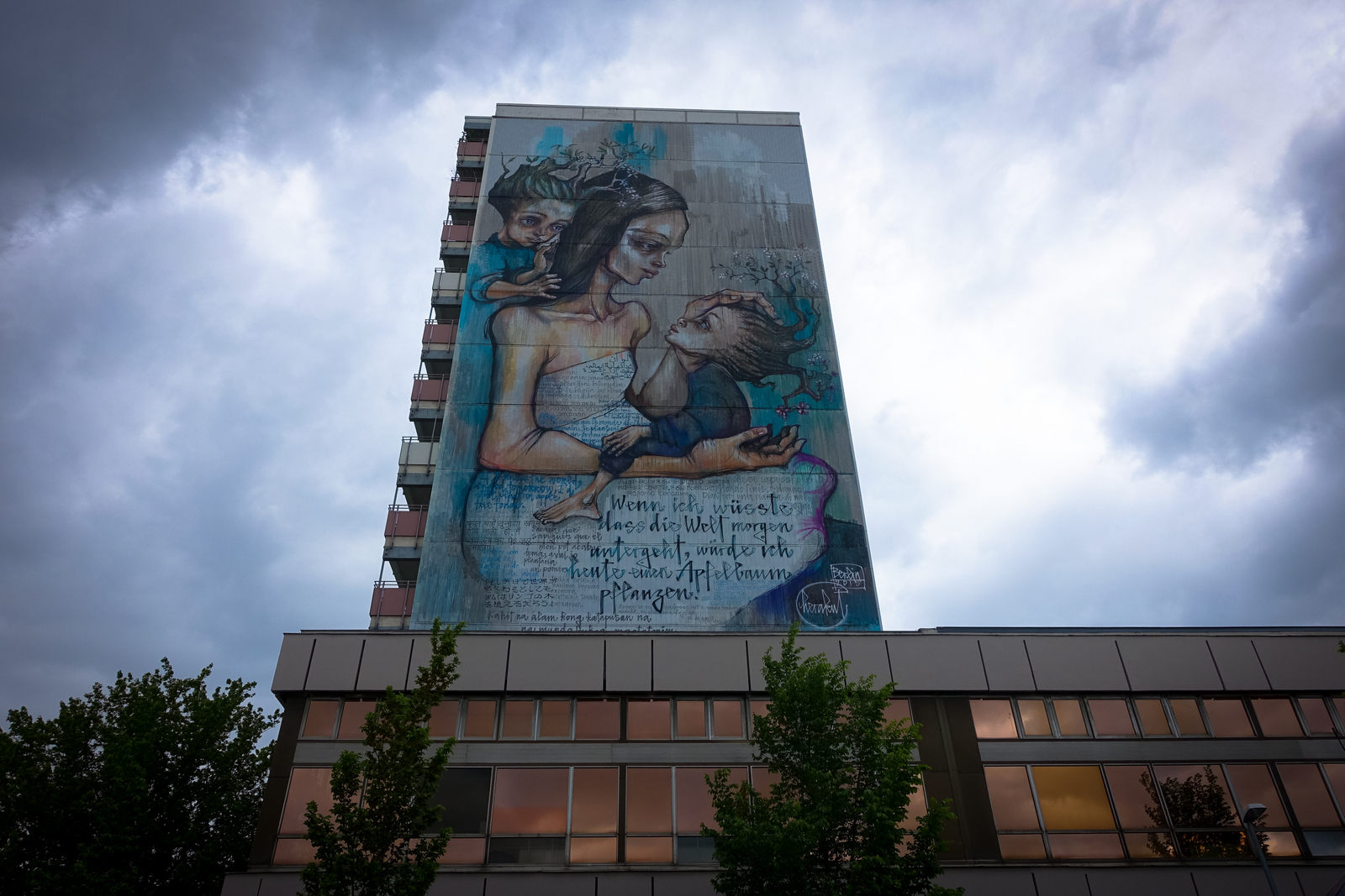 "herakut mural & ""displaced thoughts"" ausstellung, berlin – urban nation"