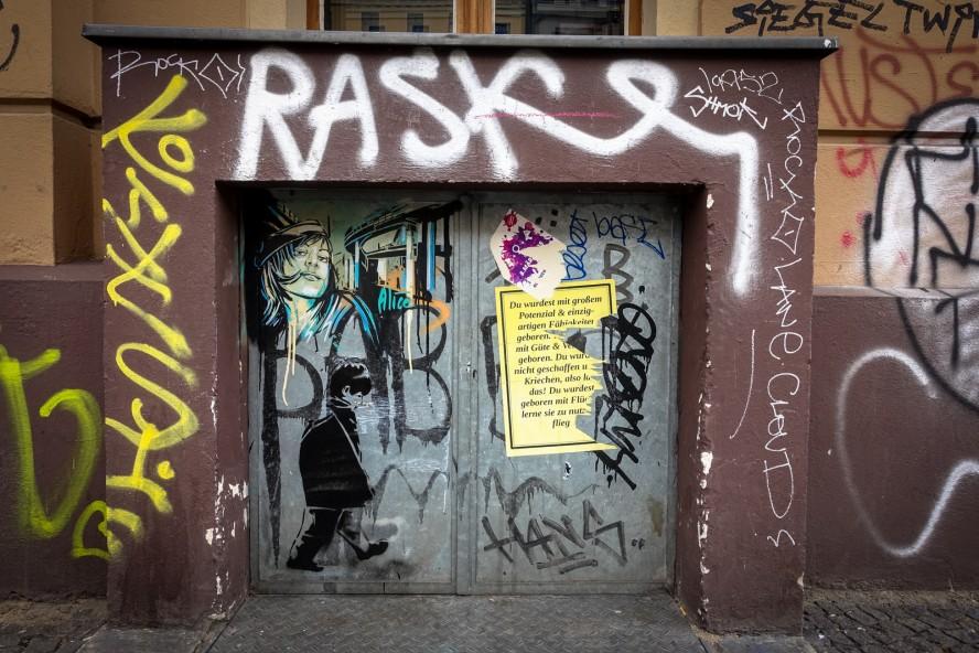 streetpainting - alice - kreuzberg, berlin