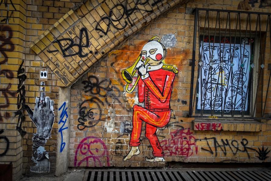 paste up - dede, muska - dircksenstrasse, berlin mitte