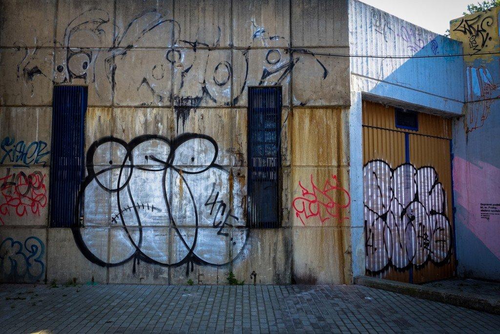 graffiti - gee - prague, vltavská