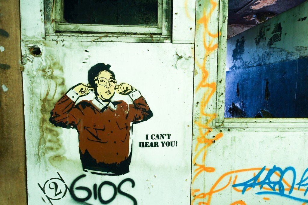 "stencil ""i can't hear you"", kim - prague"