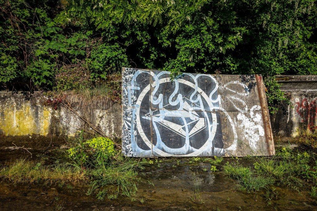 graffiti - schwimmbad - prag, zbraslavská