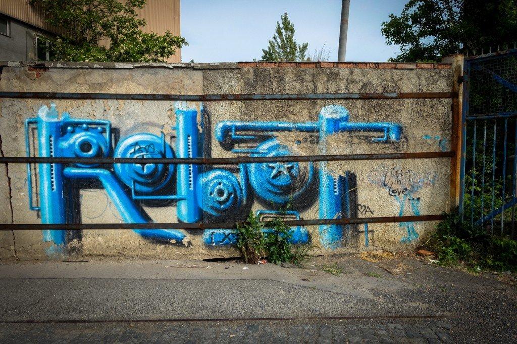 graffiti - robot - prague, ke klíčovu