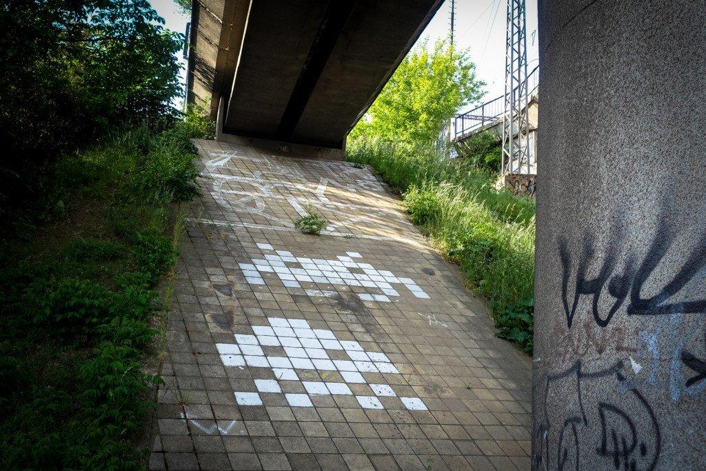 streetart - space invader - prague, palmovka