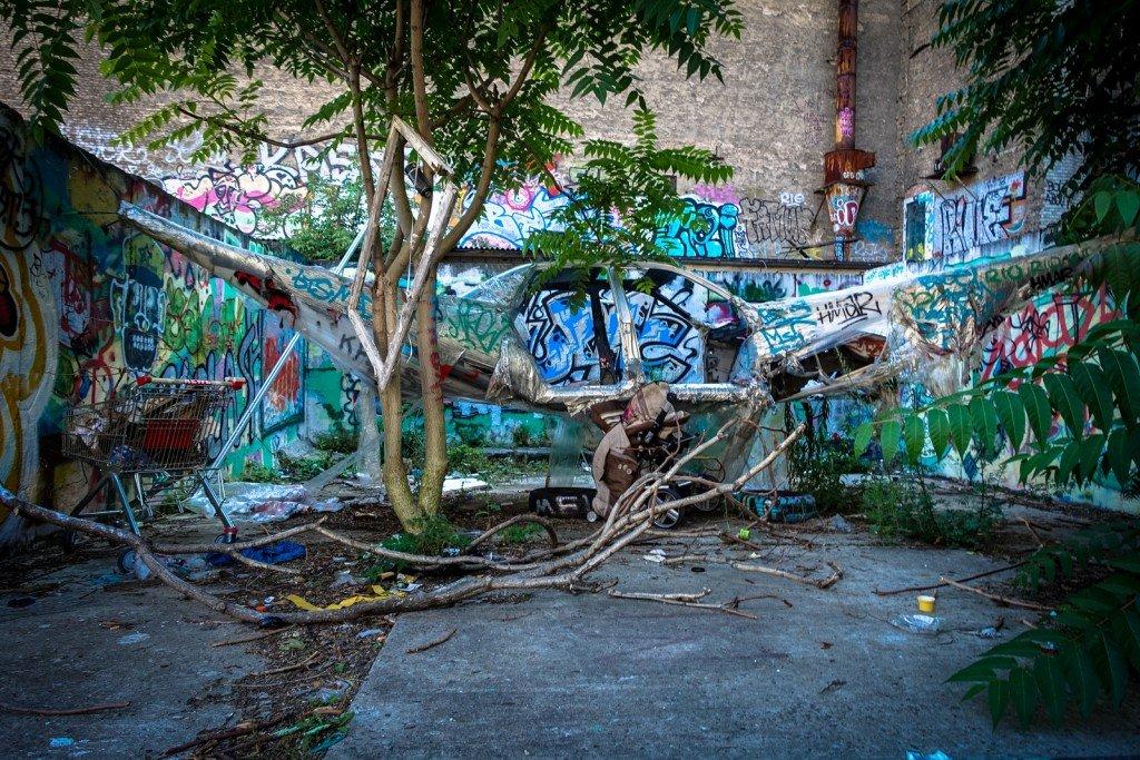 """urban art """"stretch limo"""" - bosso fataka - berlin, schönhauser allee"""