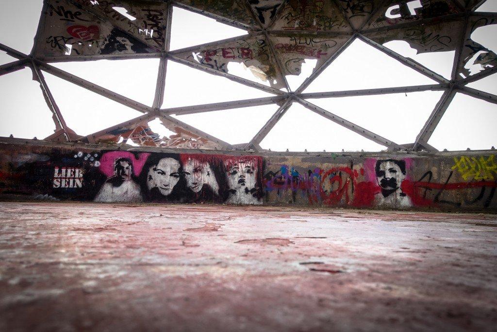 stencil - lieb sein - berlin, teufelsberg