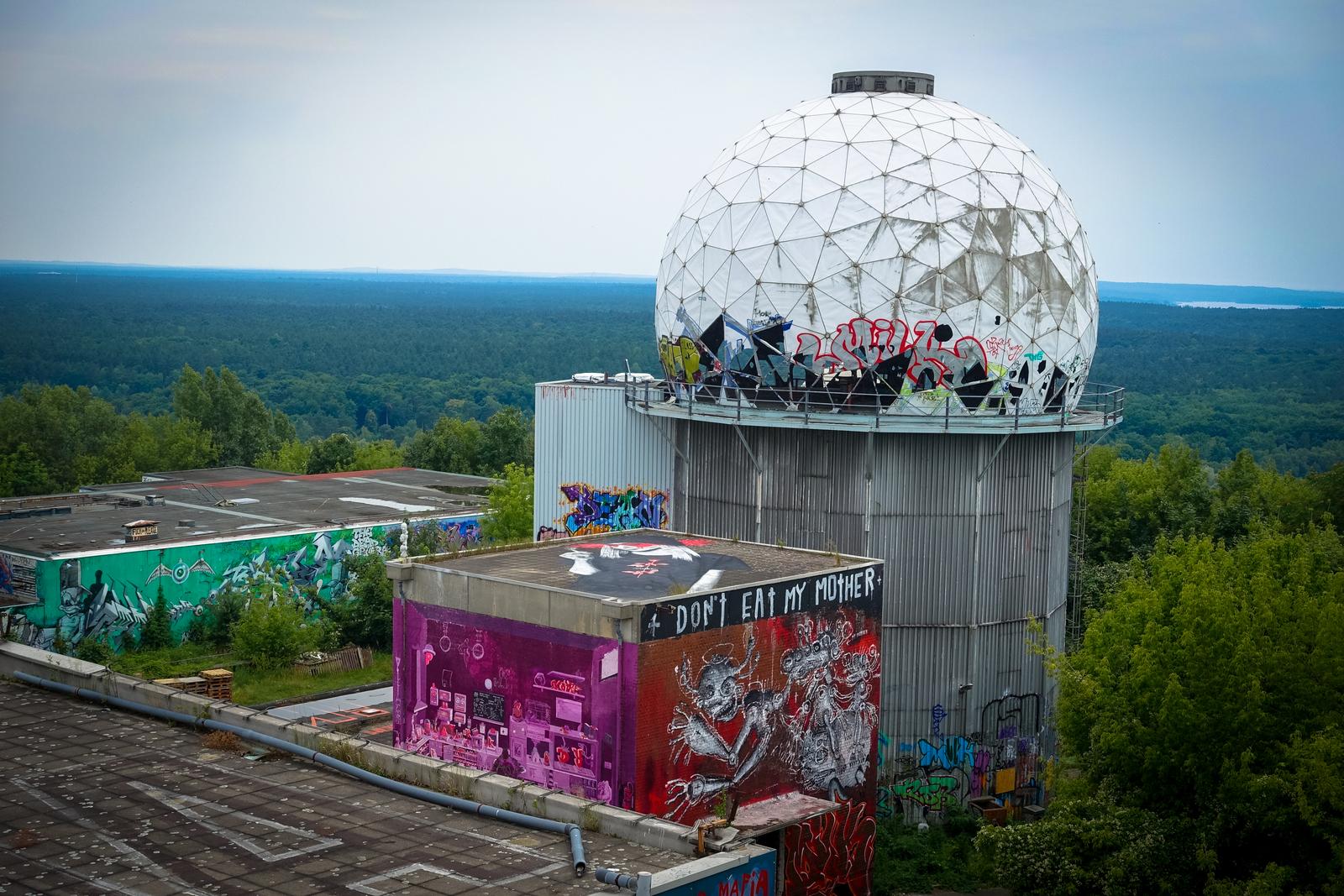 urban art galerie – abhörstation auf dem teufelsberg, berlin