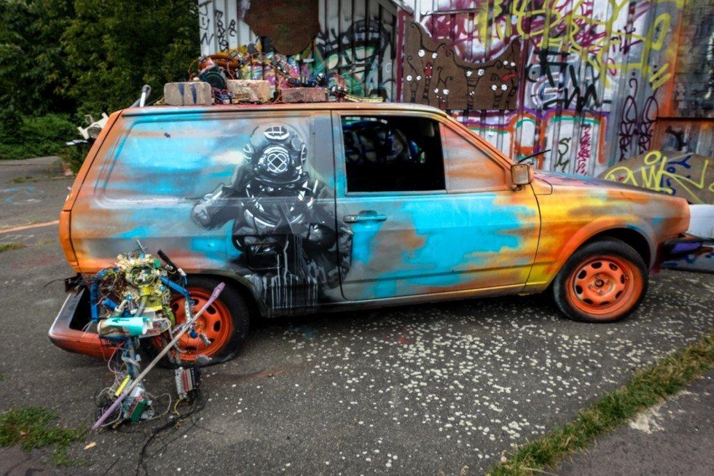 streetart - plotbot ken -  berlin, teufelsberg