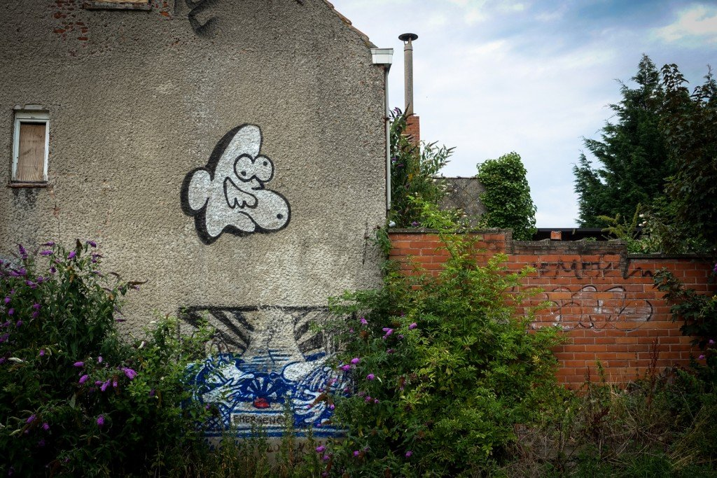 graffiti - ghostvillage doel, belgium