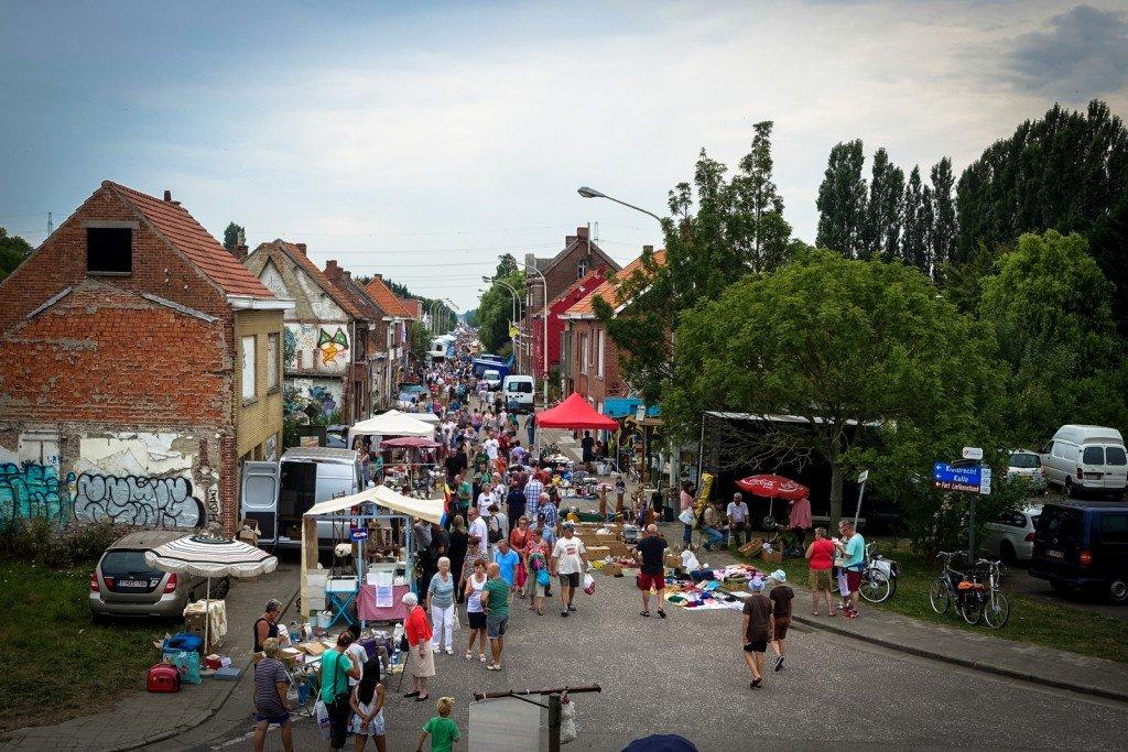 fleamarket - geisterdorf doel, belgium