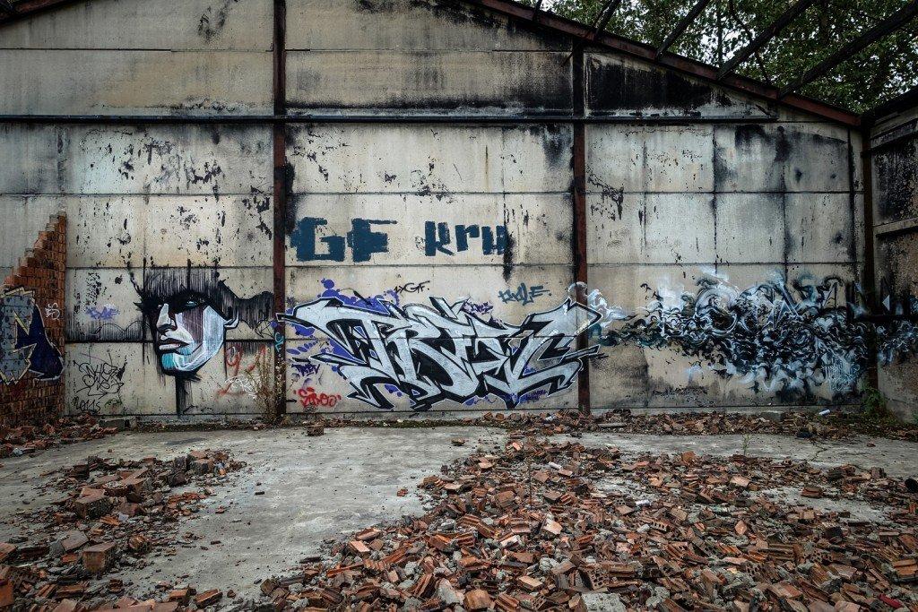 graffiti - locatelli, smates - geisterdorf doel, belgium