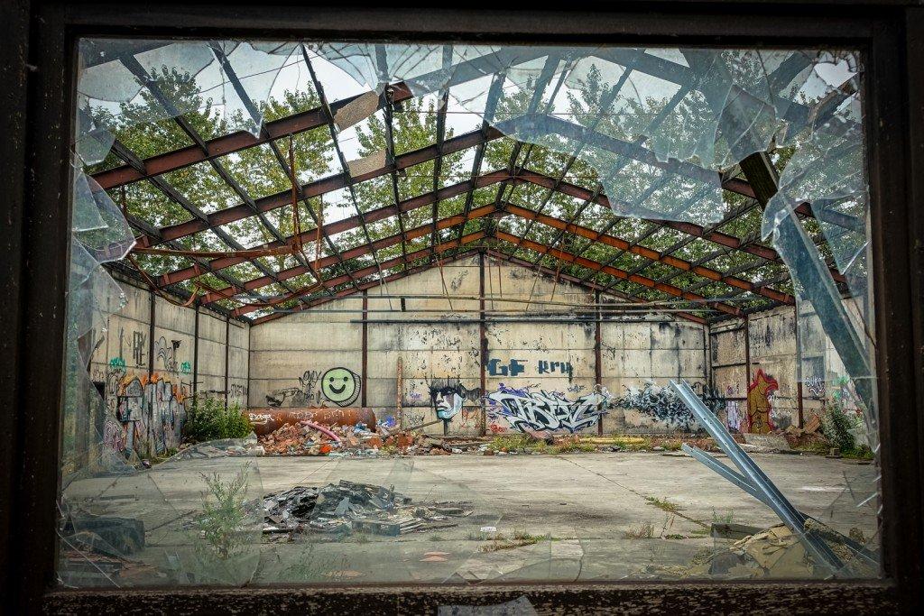 graffiti - geisterdorf doel, belgium