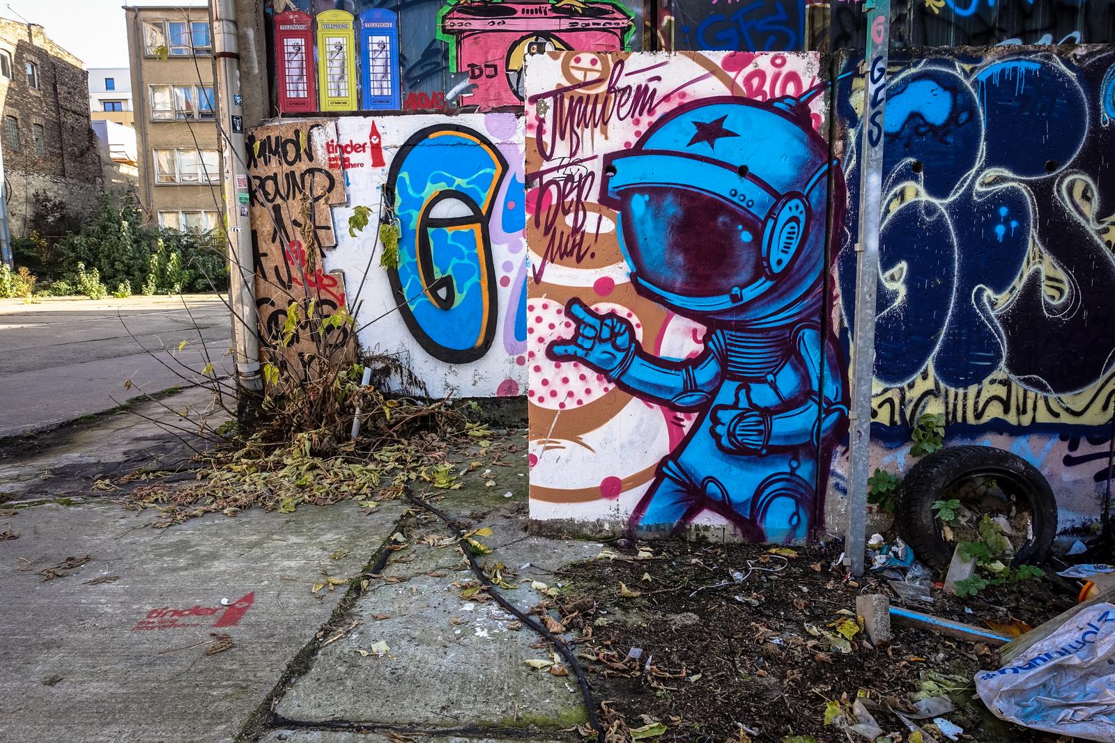graffiti corner behind platoon, berlin