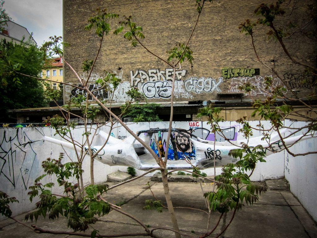 "streetart - bosso fataka ""stretchlimo"" - berlin, mai 2013"