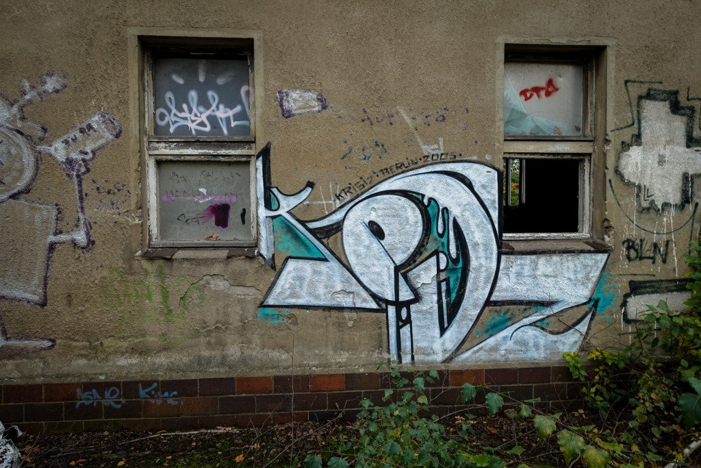 urbex - graffiti - krisiz - johannisthal air field