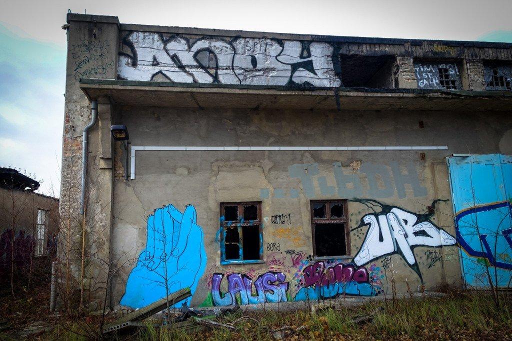 graffiti urbex - flugzeughallen berlin, karlshorst