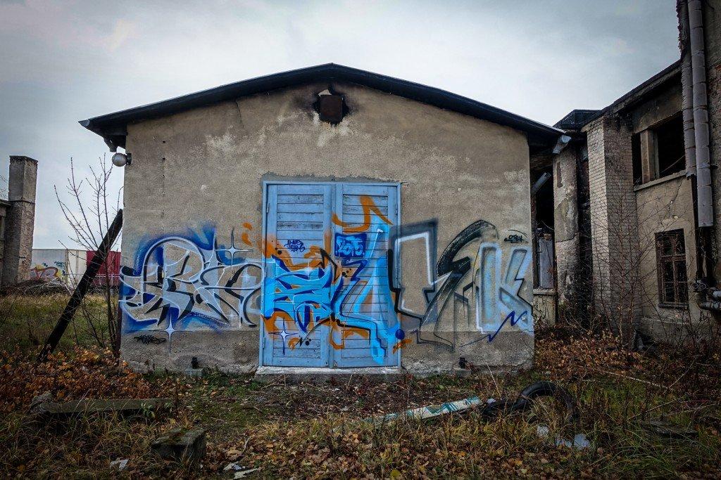 urbex graffiti - flugzeughallen berlin, karlshorst