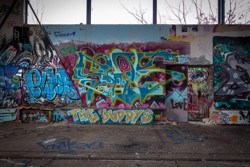 urbex art graffiti - the buddys - db gelände - berlin, biesdorf
