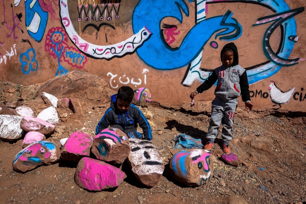 painting village school - abury & mb6streetart