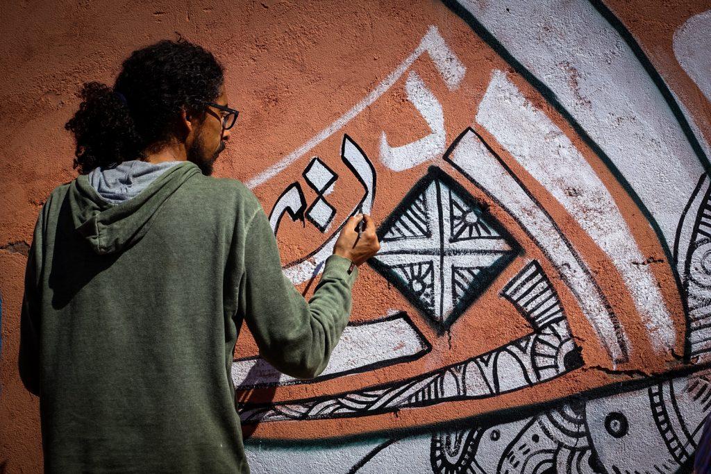 painting village school - kalamour - abury & mb6streetart