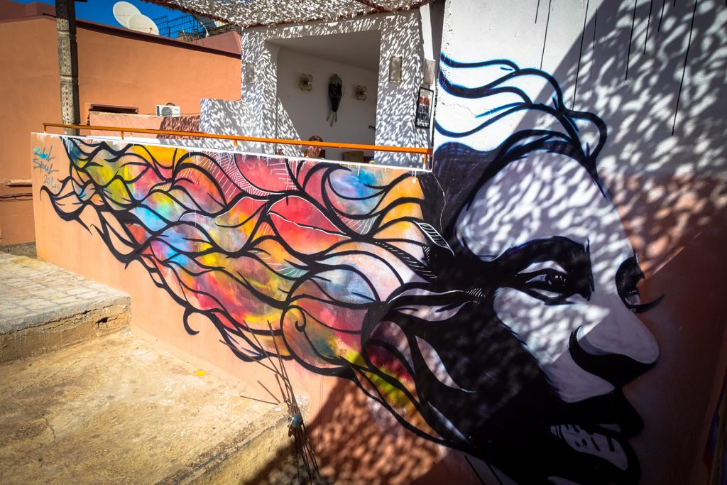 streetart - cafe clock, kasbah marrakesh