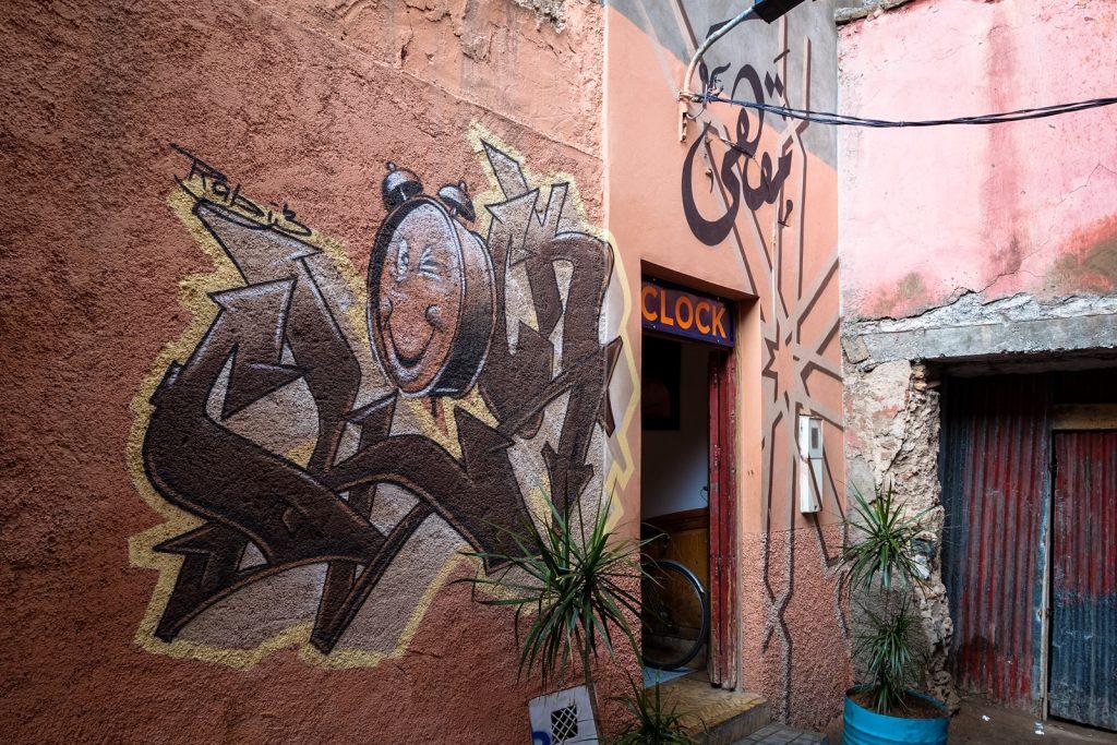 streetart - cafe clock, kasbah marrakesh