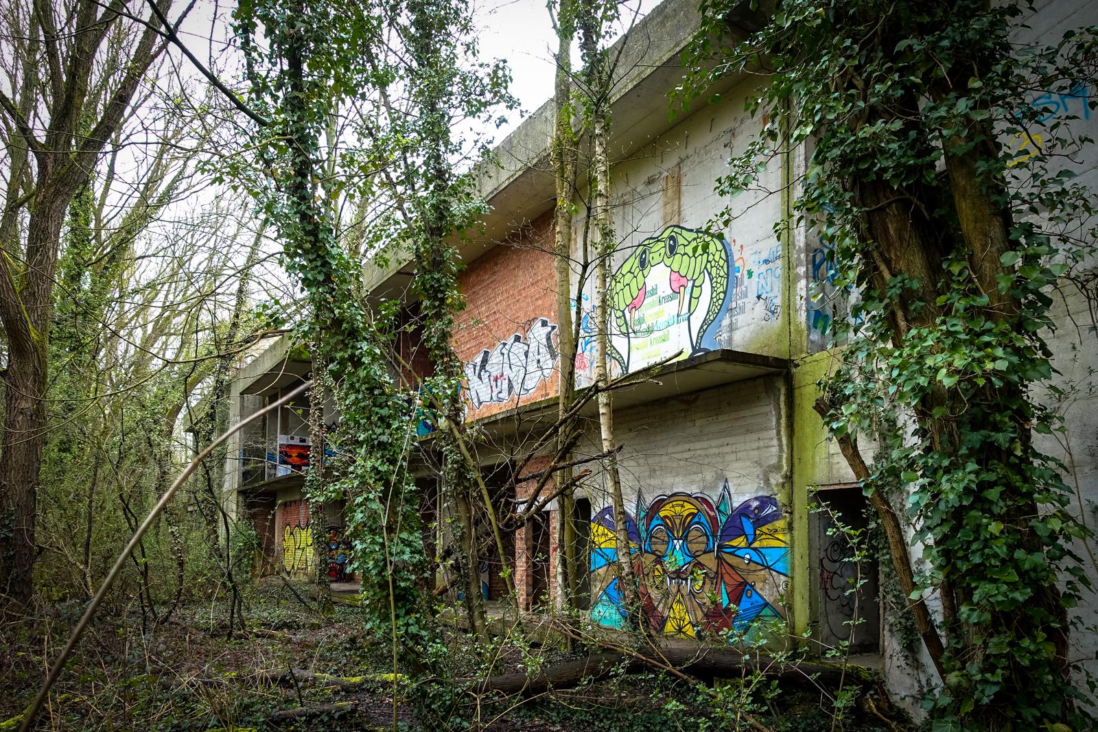 urbex art - swamp hotel, mechelen, belgium