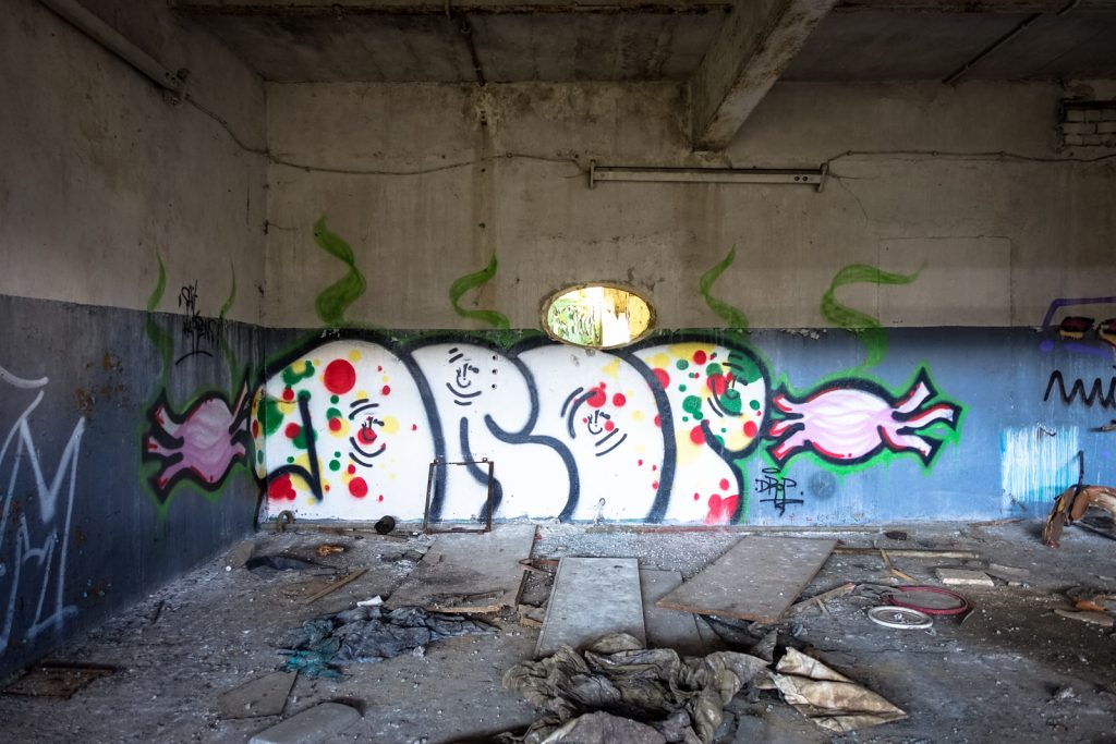 urbex - graffiti - drop - air field rangsdorf