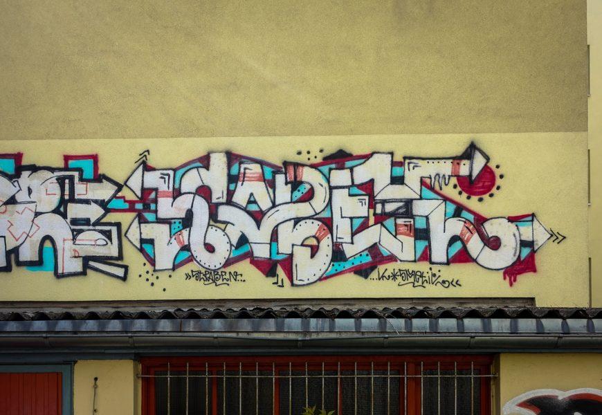 graffiti in der schivelbeinerstrasse, berlin-prenzlauerberg