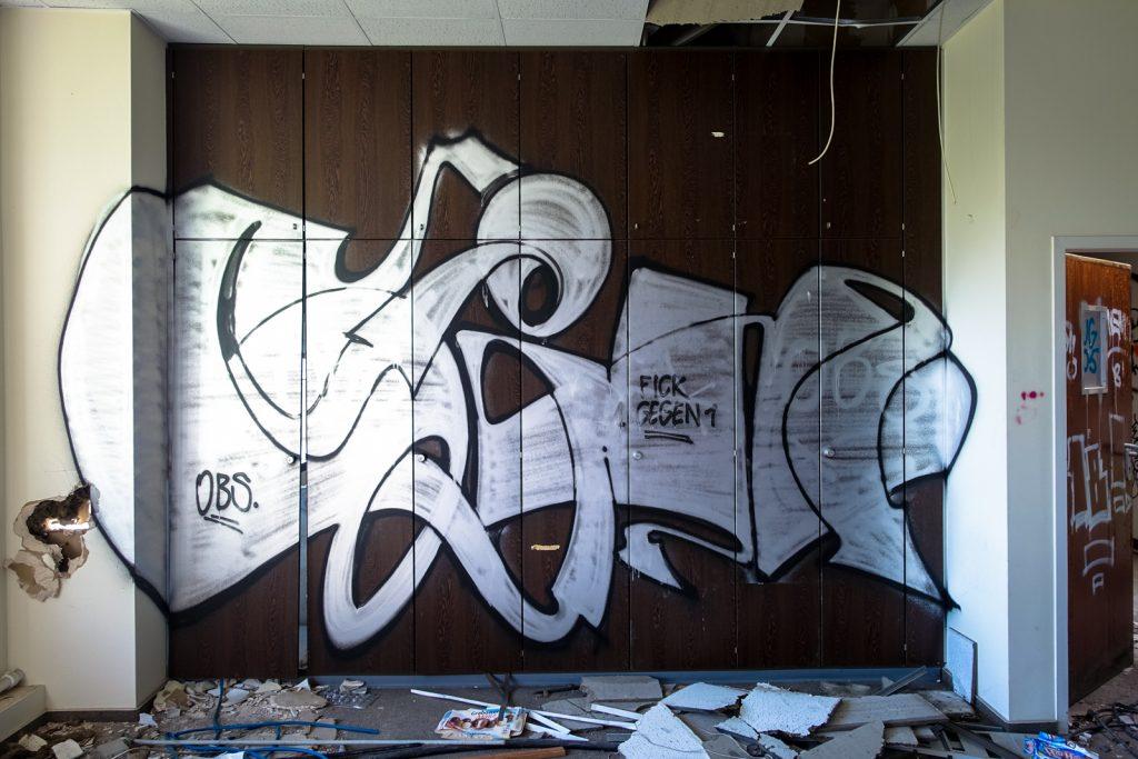 urbex graffiti - obs - anatomy institute - berlin, dahlem