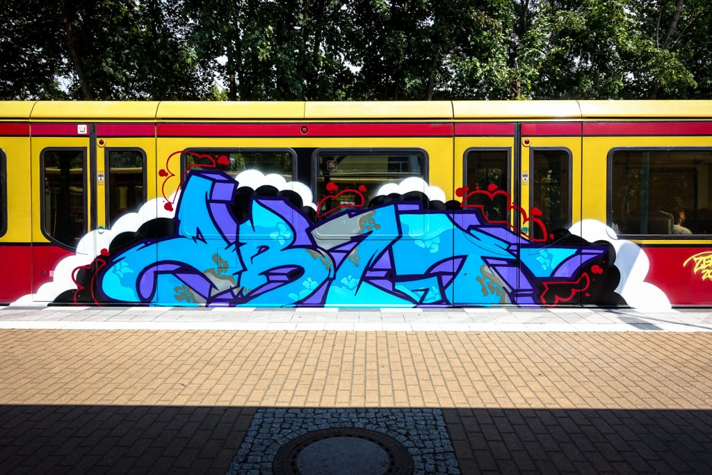 graffiti train bombing - berlin, tegel