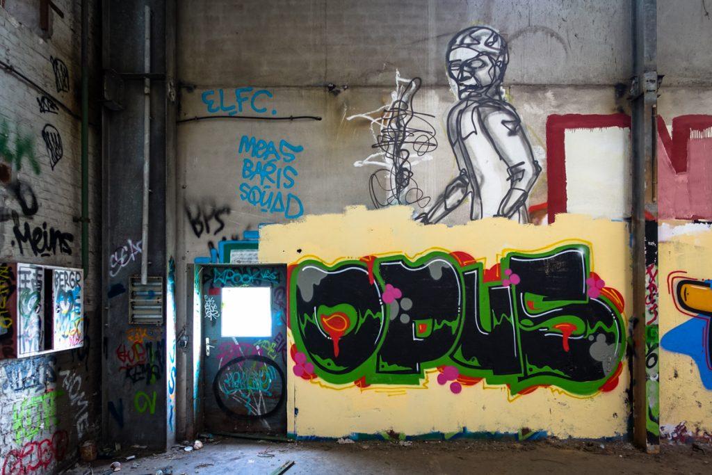 urbexgraffiti - opus - deutz ag industrieruine, köln mülheim