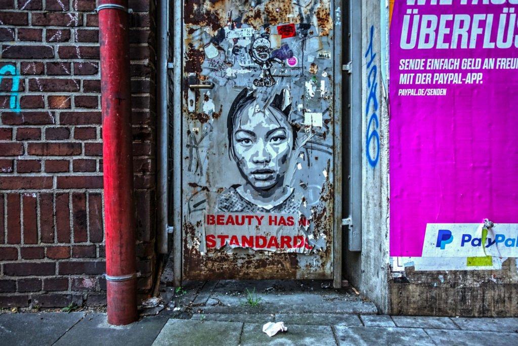 "stencil - louva ""beauty has no standards"" - köln, ehrenfeld"