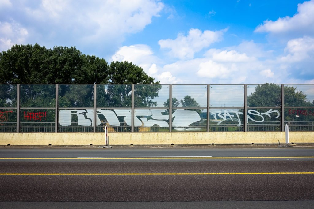 graffiti - rats - rheinbrücke leverkusen