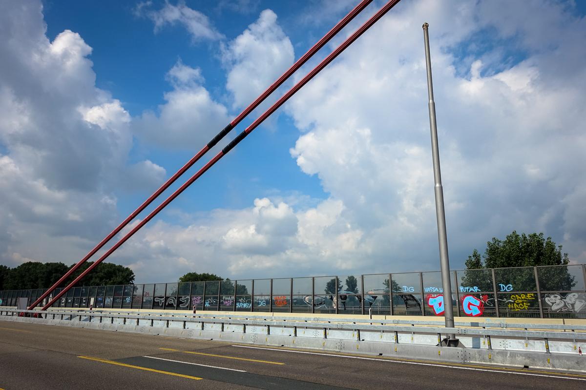 graffiti - rheinbrücke leverkusen