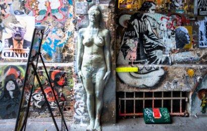 streetart hotspot in berlin mitte: haus schwarzenberg