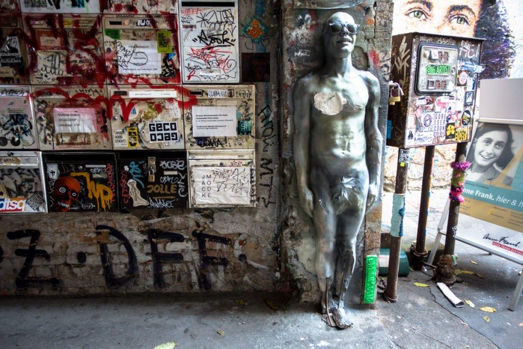 street art - haus schwarzenberg, berlin