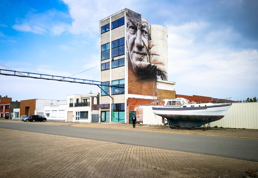 "urban art festival ""the crystal ship"" in ostende, belgien"