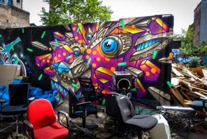hinterhof graffiti in der schönhauerallee, berlin