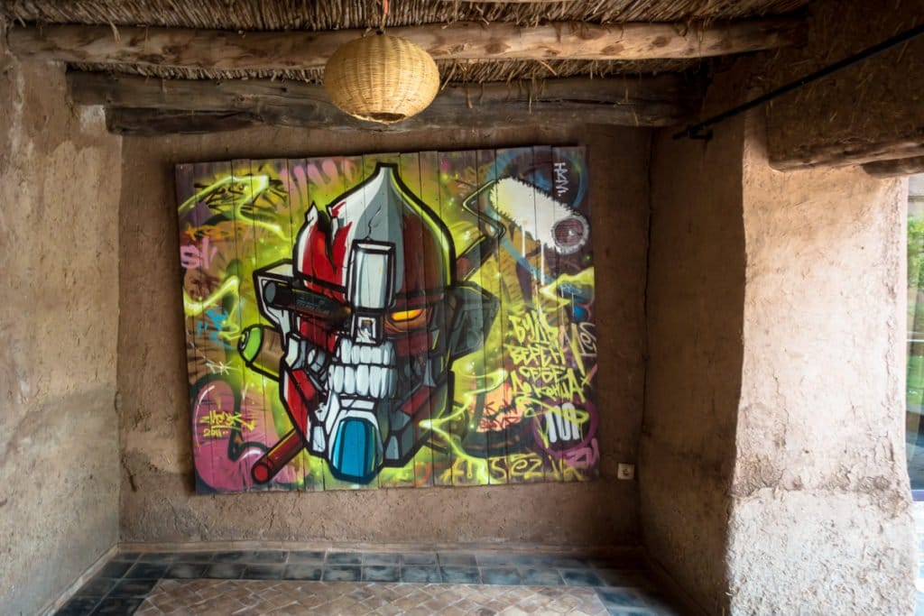 graffiti – zmogk – jardin rouge residenz building