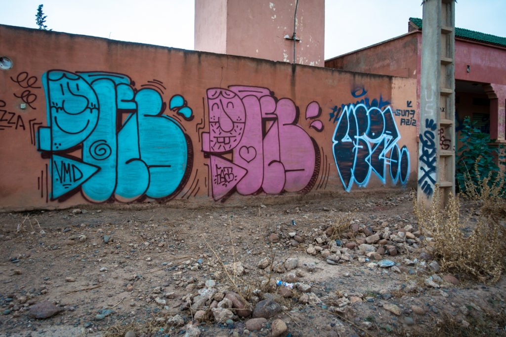 graffiti – poes – urbex art on the road to jardin rouge
